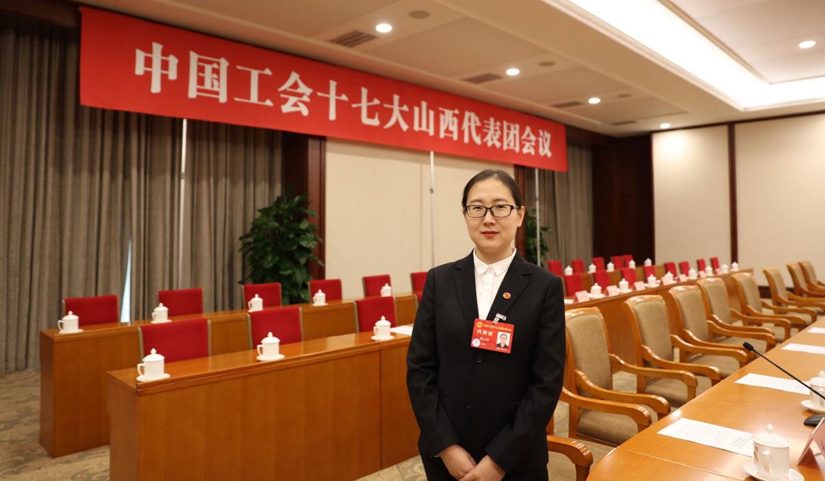 热烈祝贺繁峙绣娘薄小燕光选中国工会十七大代表